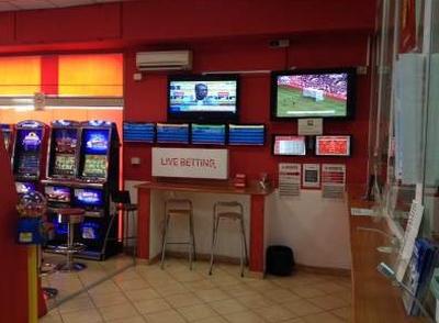 Calcio. Agcom avvia procedura per regole nuova assegnazione diritti tv, nuove tariffe per sale scommesse