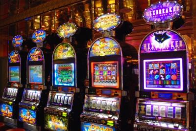 Bassa Bergamasca: 18 comuni adottano regolamento per combattere gli «effetti ipnotici» delle slot