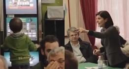 Marche. Cinque Stelle attaccano Moretti (Pd); fa campagna elettorale con bambino che gioca alle slot machine