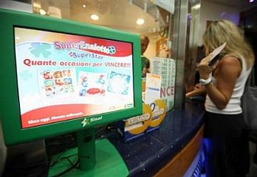 Superenalotto: una vincita da 75mila euro a dieci lavoratori di Gradisca