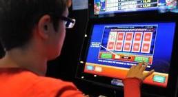 Castiglione delle Stiviere: sanzionato titolare di una sala slot per aver fatto giocare un minore