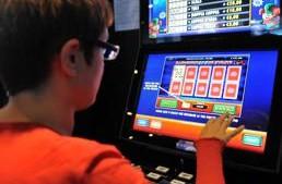 """Bari. Presentata la proposta di regolamento sull'azzardo preparata dai ragazzi del liceo.  L'Ass. Romano: """"Lo approveremo"""""""