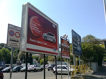 Ferrara. Pubblicizzata sulle plance comunali l'apertura di una nuova sala Vlt. Il M5S protesta
