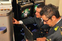 Brusasco (TO). La GdF scopre in un bar 5 slot manipolate con un telecomando, 115mila euro di multa al titolare