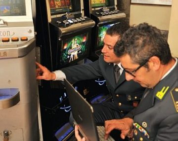 Petina (SA). La Gdf sequestra una slot irregolare, multa di 23mila euro al gestore