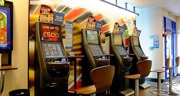 UK. Aumenta la pressione politica per ridurre le giocate delle FOBTs