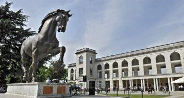 Lo spettacolo del galoppo all'ippodromo SNAI San Siro con il Gran Premio del Jockey Club e il Gran Criterium