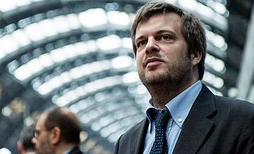 """Milano. L'Ass. Majorino: """"Stiamo studiando come inibire il wi-fi pubblico al gioco d'azzardo online"""""""