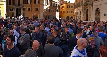 Napoli. Gli operatori del gioco scendono di nuovo in piazza contro i limiti orari alle slot