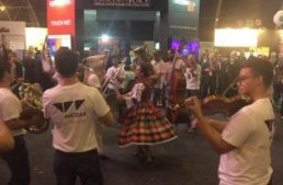 SiGMA 2017. Wazdan sorpende con un flash mob accompagnato dall'orchestra filarmonica