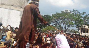 Indonesia. Due cristiani frustati pubblicamente per aver giocato d'azzardo