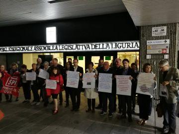 """Liguria. Presidio davanti alla regione: """"No a proroghe e sanatorie sul gioco d'azzardo"""""""