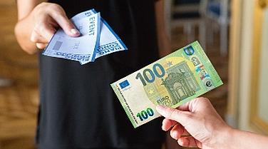 La BCE presenta le nuove banconote da 100 e 200 euro a prova di falsari