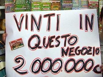 Divieto alla pubblicità dell'azzardo: Agcom salva le insegne ma stop ai cartelloni con vincite mirabolanti