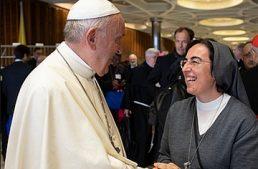 Suor Smerilli indica la ricetta per l'Economia di Papa Francesco: meno investimenti in petrolio e azzardo