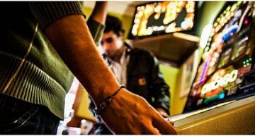Riconoscere un giocatore d'azzardo patologico è importante, ma una corretta comunicazione è fondamentale